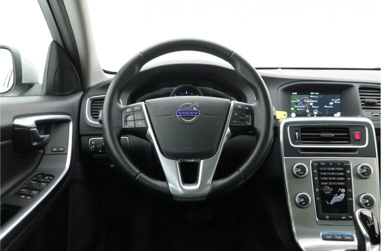 Volvo V60 D6